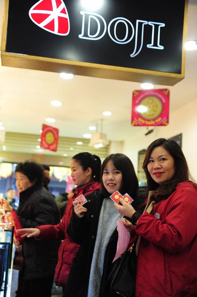 rang-sang-ngay-via-than-tai-dong-nguoi-nuom-nuop-mua-vang-cau-may-05