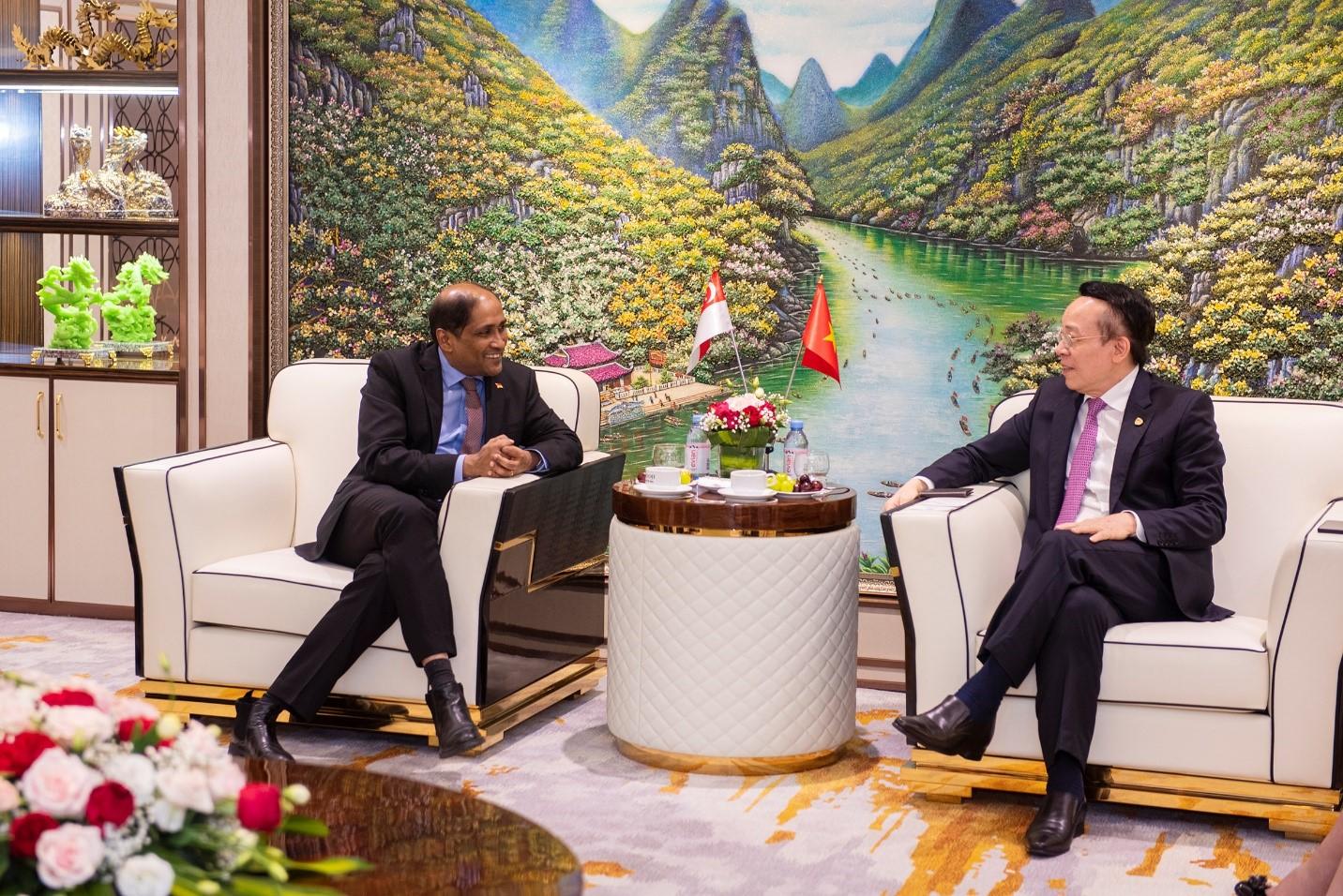 Ban Lãnh đạo Tập đoàn gặp gỡ và đón tiếp Đại sứ Đặc mệnh toàn quyền Singapore tại Việt Nam